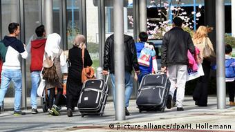 Сирийские беженцы, доставленные из Турции в Ганновер