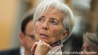 ημαντικό συστατικό στοιχείο του πακέτου είναι και τα εφεδρικά ή προληπτικά μέτρα στα οποία επιμένει το ΔΝΤ