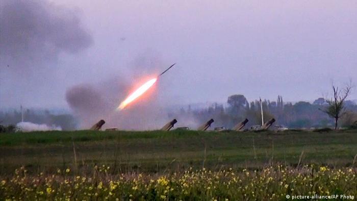 (عکس از آرشیو) صحنهای از درگیریهای قرهباغ