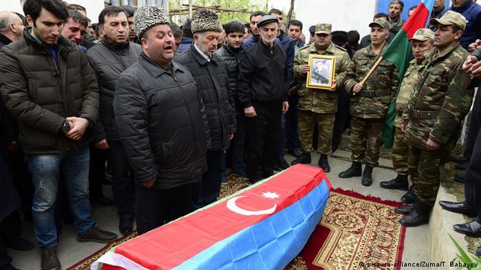 Aserbaidschan Bergkarabach Konflikt Beerdigung