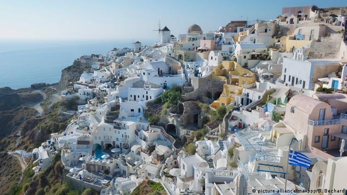 Griechenland Insel Santorin (picture-alliance/maxppp/B. Bechard)
