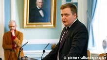 04 April 2016 epa05244860 A photo dated 04 April 2016 of Iceland's Prime Minister Sigmundur David Gunnlaugsson speaking at the Icelandic Parliament in Reykjavik, Iceland. Media reports on 05 April 2016 state that Gunnlaugsson has asked the president to dissolve parliament in a move to allow early elections after he was named as one of the allegedly involved as millions of leaked documents published on 03 April 2016 suggest that 140 politicians and officials from around the globe, including 72 former and current world leaders, have connections with secret 'offshore' companies to escape tax scrutiny in their countries. EPA/STR ICELAND OUT +++(c) dpa - Bildfunk+++ © picture-alliance/dpa/Str
