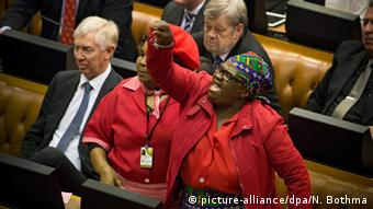 South Africa's parlament debating Jacob Zuma's impeachment. © picture-alliance/dpa/N. Bothma