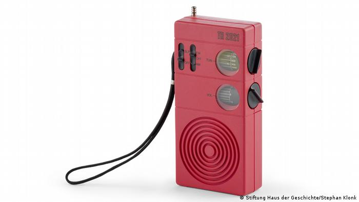 The pocket radio TR 2021, Copyright: Stiftung Haus der Geschichte / Stephan Klonk