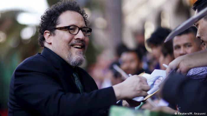 Hollywoodpremiere The Jungle Book: Regisseur Jon Favreau gibt Autogramme. © 2015 Disney Enterprises