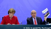 05.04.2016 *** (R-L) Angel Gurria, Secretary General of the Organization for Economic Cooperation and Development (OECD) and German Chancellor Angela Merkel attend a press conference at the Chancellery in Berlin, on April 5, 2016. / AFP / John MACDOUGALL (Photo credit should read JOHN MACDOUGALL/AFP/Getty Images) © Getty Images/AFP/J. MacDougall