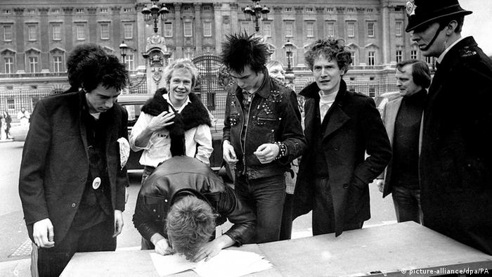 Band Sex Pistols2 unterschreibt Plattenvertrag. (Foto: picture-alliance/dpa/PA)