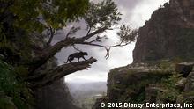 Mogli und Baghira unterwegs im Dschungel: Filmszene aus Dschungelbuch (2016). © 2015 Disney Enterprises