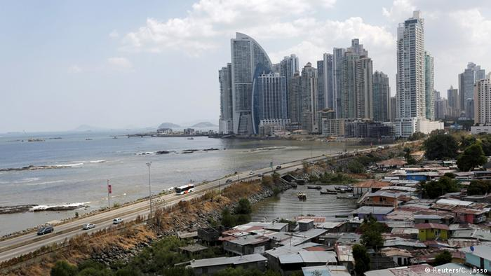 Panama City Skyline mit Slum