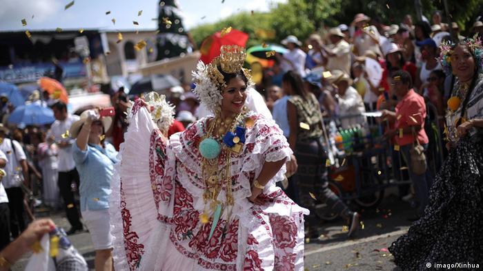 Panama Tänzerin in Pollera Tracht