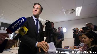 Марк Рютте голосует на референдуме о ратификации соглашения Украина-ЕС
