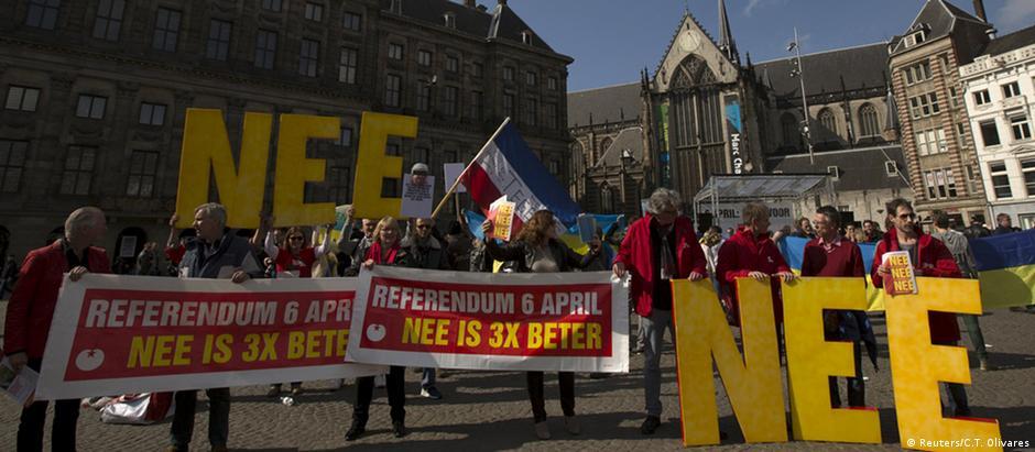 Holandeses fazem propaganda pelo não ao acordo com a Ucrânia