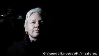 Julian Assange (picture-alliance/dpa/F. Arrizabalaga)