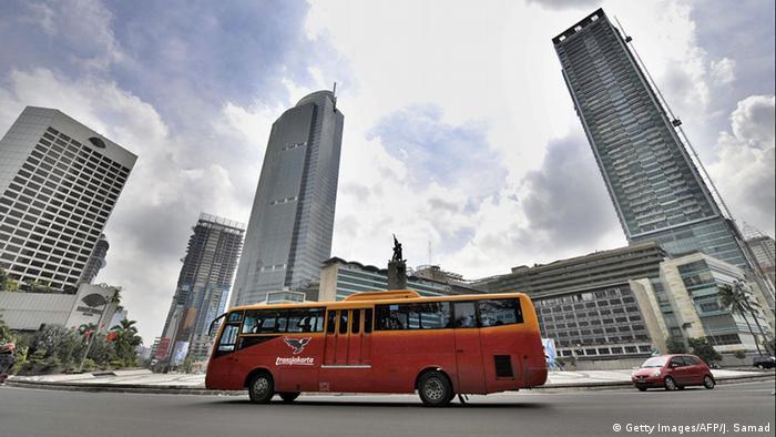 Indonesien Jakarta Bus (Getty Images/AFP/J. Samad)