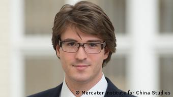 """Moritz Rudolf je pravnik. Studirao je u Njemačkoj i Kini. Nakon višegodišnjeg rada u """"Mercator Institute for China Studies (Merics)"""" u Berlinu je osnovao savjetodavnu firmu Eurasia Bridges"""
