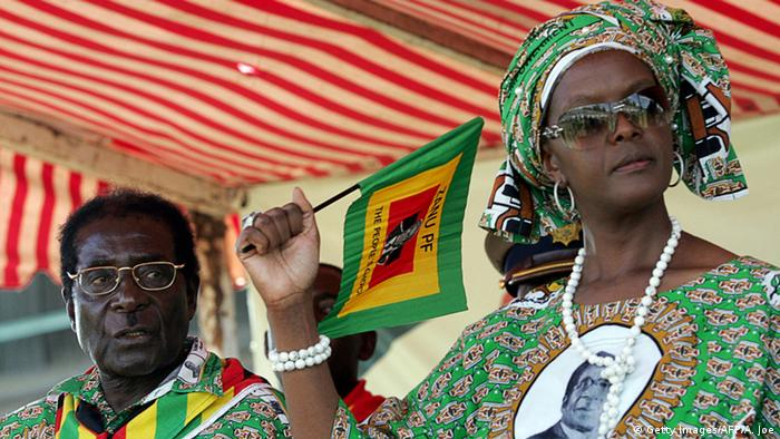 Simbabwe Robert und Grace Mugabe (Getty Images/AFP/A. Joe)