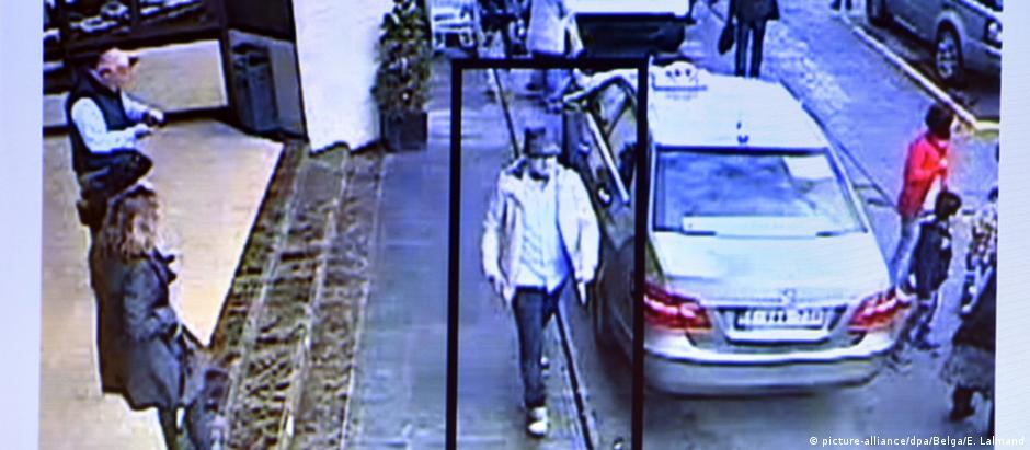 Suspeito seria homem com chapéu registrado por câmeras do aeroporto