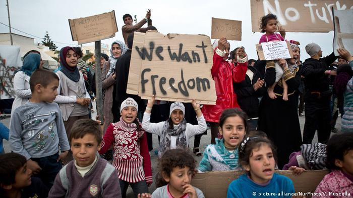 Zdesperowani uchodźcy protestują przeciwko swojej sytuacji na Chios