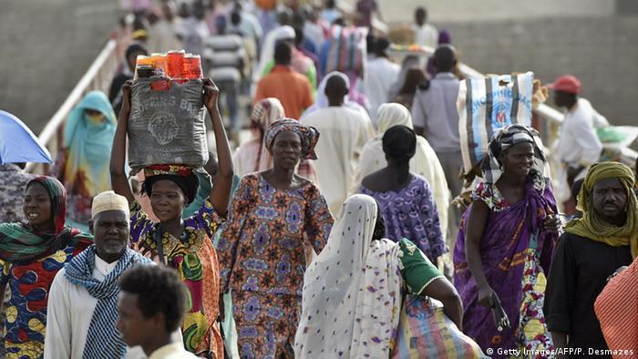 Tschad bei Djamena Fußgänger Bevölkerung