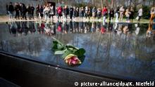 Berlin Roma-Tag Gedenkstätte Sinti und Roma NS- Opfer Rose