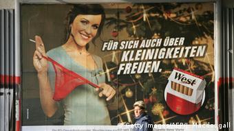 پلاکات سکسی برای تبلیغ سیگار