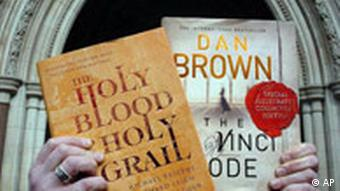 Dan Brown Autor von The Da Vinci Code Plagiatsvorwurf The Holy Blood and the Holy Grail Buchcover v. Michael Baigent und Richard Leigh