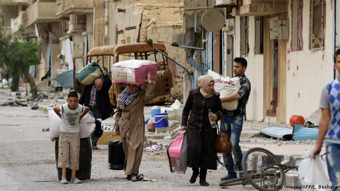 Civilians returning to Palmyra (Photo: AFP)