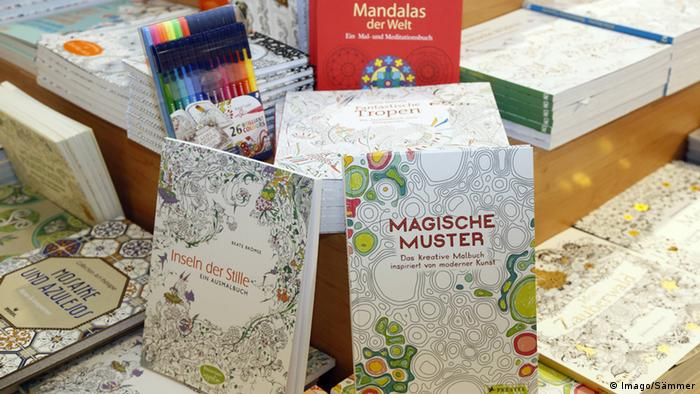 Malbücher für Erwachsene (Foto: Imago/Sämmer)