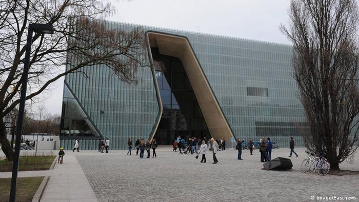 Crowds of people, including many foreign visitors, queue to enter in front of the freshly opened Museum of the History of the Polish Jews on April 20, 2013 in Warsaw