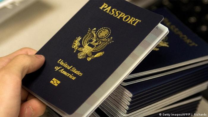 USA Reisepass (Getty Images/AFP/P.J. Richards)