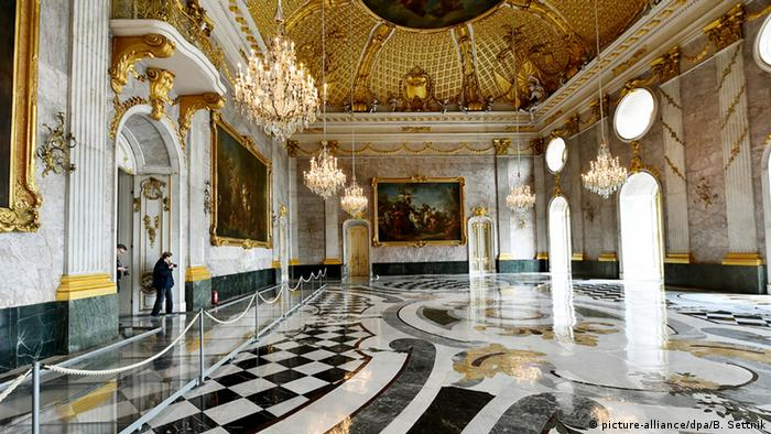 Marble Hall in the New Palace in Potsdam's Sanssouci Park, Copyright: picture-alliance/dpa/B. Settnik