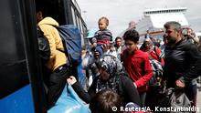 11.04.2016+++ Refugees and migrants board a bus as they are transferred from a makeshift camp at the port of Piraeus to a newly built relocation centre at the port town of Skaramagkas, in western Athens, Greece April 11, 2016. +++ (C) Reuters/A. Konstantinidis