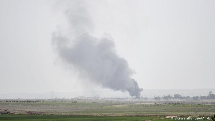 Syrien Kämpfe zwischen IS und der Freien Syrischen Armee nah der Grenze zur Türkei