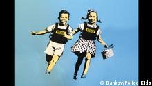 ***ACHTUNG: Bild nur zur aktuellen Berichterstattung im Zusammenhang mit der Bildergalerie von Gaby Reucher!!!*** Pressebilder zur Banksy-Ausstellung King of Urban Art in der Münchner Galerie Kronsbein, die am 14.4. beginnt. Banksy Police-Kids Copyright: Banksy/Police-Kids