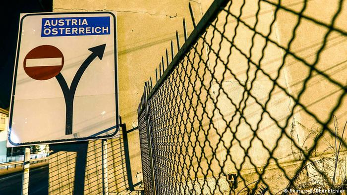 Schild am Grenzübergang Brenner