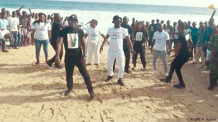Elfenbeinküste Musiker des Collectif Bassam am Strand von Grand Bassam (DW/J.-P. Scholz)