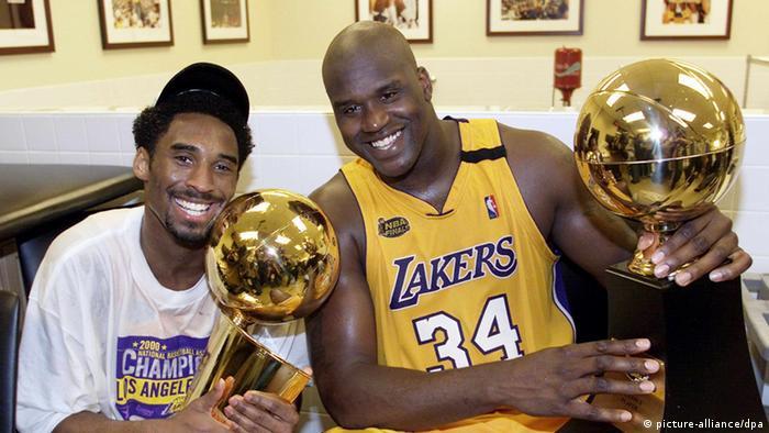 Aunque Bryant fue fichado inicialmente por los Charlotte Hornets, el equipo realizó rápidamente su traspaso a los Lakers. Bryant pronto encontró su lugar en Los Ángeles, forjando una gran dupla con Shaquille O'Neal en cancha, pero una enemistad fuera de ella. Los dos ganaron su primer campeonato juntos en el 2000 y repitieron la hazaña en el 2001 y 2002.