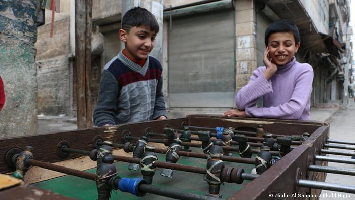 Niños juegan en Alepo, Siria (Zouhir Al Shimale / Khalil Hajjar).