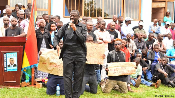 Opposition leader Kizza Besigye addresses a rally