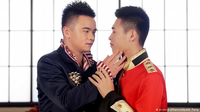 China Homo-Ehe Homosexualität Paar Ehe Gesellschaft (picture-alliance/dpa/Q. Peng)