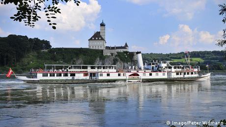 Das Dampfschiff Schönbrunn auf der Donau