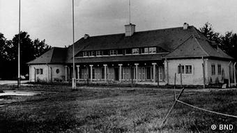 Pullach BND Gelände Organisation Gehlen Klubhaus, schwarz-weiß Foto eines langgestreckten Hauses