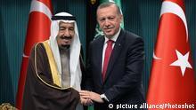 12.04.2016 (160412) -- ANKARA, April 12, 2016 () -- Turkish President Recep Tayyip Erdogan (R) shakes hands with visiting King of Saudi Arabia Salman bin Abdulaziz al Saud in the presidential palace in Ankara, Turkey, April 12, 2016. The King of Saudi Arabia Salman bin Abdulaziz al Saud is paying an official visit to Turkey on April 11 to April 13. (Xinhua/Mustafa Kaya) (cl) Copyright: picture alliance/Photoshot