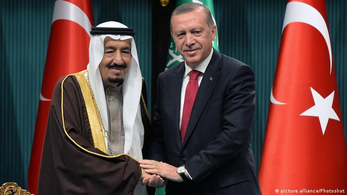Saudi King Salman bin Abdulaziz Al Saud and Turkish President Recep Tayyip Erdogan in Ankara (picture alliance/Photoshot)