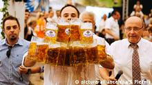 Deutschland Weltrekord im Maßkrugtragen in Abensberg