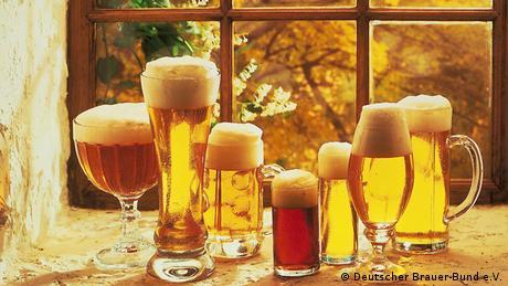 Deutschland Verschiedene Biersorten in verschiedenen Gläsern