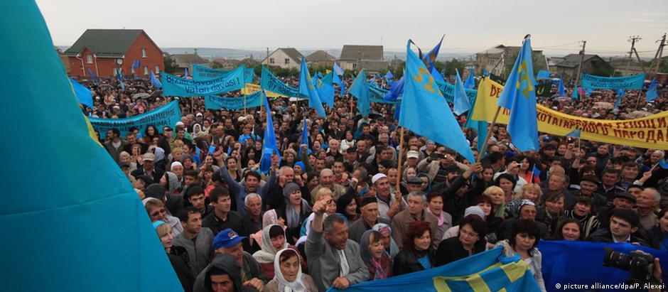 Em 2014, tártaros da Crimeia celebram 70 anos da deportação pelos soviéticos: uma manifestação hoje proibida