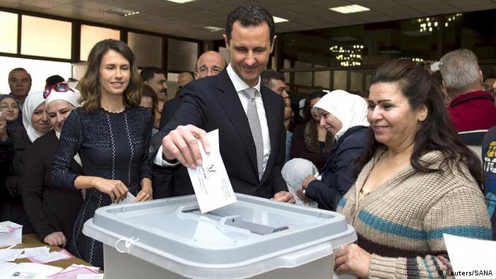 الرئيس السوري بشار الأسد يصوت في انتخابات سابقة (أرشيف)