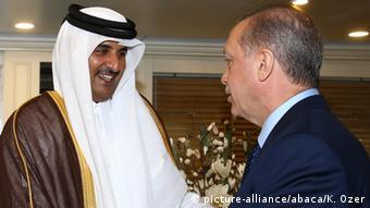 Rais Erdogan akimpokea Amir wa Umoja wa Falme za Kiarabu (UAE) Sheikh Tamim Bin Hamad Al Thani.