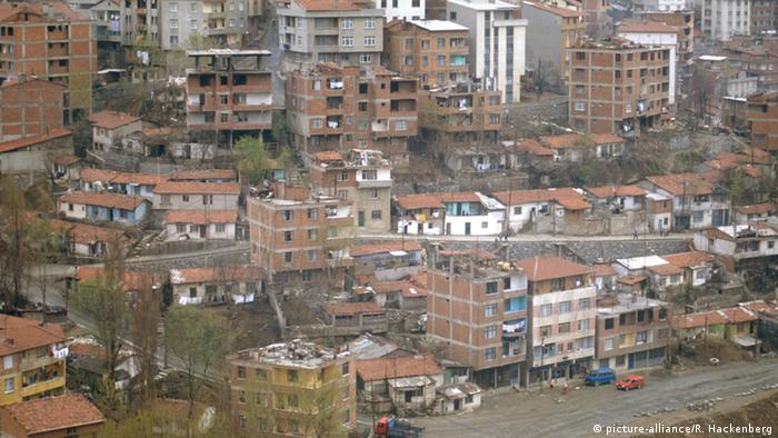 A gecekondu region in Turkey, copyright: picture-alliance/R. Hackenberg